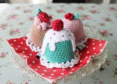 Crocheted Mini Princess Cake Pastry - FREE Crochet Pattern and Tutorial