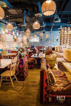 art mexicano 31 magnifiques dcorations de restaurant et salon de th Design Café, Bar Interior Design, Restaurant Interior Design, Cafe Design, Mexican Restaurant Design, Deco Restaurant, Eclectic Restaurant, Bar Retro, Deco Cafe