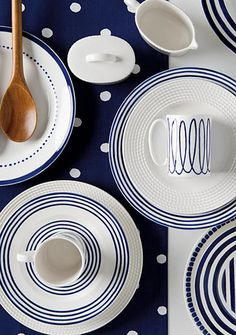 kate spade new york® Charlotte Street Dinnerware.his gleaming dinnerware in white porcelain is inspired by one of London's most celebrated historic districts. In simple blue and white, this style will bring a cosmopolitan touch to any table! Home Appliance Store, Kitchenware, Tableware, Home Board, Blue China, Ceramic Plates, White Porcelain, Dinnerware, Sweet Home