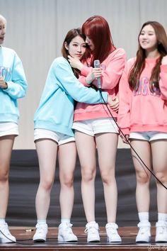 PRISTIN ♡ ReNa 레나 (Kang YeBin 강예빈) & RoA 로아 (Kim MinKyung 김민경) 170401 #민빈커플