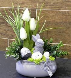 Easter Flower Arrangements, Easter Flowers, Pink Wallpaper Iphone, Easter Baskets, Easter Crafts, Happy Easter, Diy And Crafts, Balloons, Projects To Try
