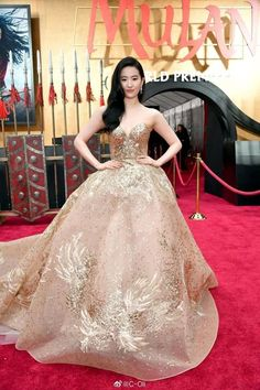 Yifei Liu attended Disney's live-action movie 'Mulan' held its world premiere held on March 9 , 2020 at the Dolby Theatre in Hollywood. She wore Elie Saab Fall 2019 Haute Real Life Princesses, Gold Gown, Elie Saab Fall, Elie Saab Couture, Old Hollywood Glam, Disney Dresses, Celebrity Red Carpet, Chinese Actress, Halloween Kostüm
