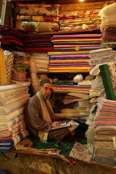#Syria, #Aleppo, 2009 fot. Kajtostany, fot. dodana w ramach akcji #15października #uchodźcymilewidziani Aleppo, Carpets, Countries, War, Painting, Syria, Farmhouse Rugs, Rugs, Painting Art