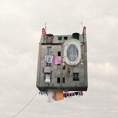 Le incredibili case volanti di Laurente Chehere