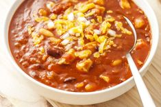 Make our top rated Momma's Roadhouse Chili for those busy week nights. This classic chili makes a fantastic family dinner and is less than 300 calories. Supper Recipes, Ww Recipes, Slow Cooker Recipes, Crockpot Recipes, Cooking Recipes, Healthy Recipes, Healthy Meals, Recipies, Chicken Recipes