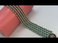 Netted Beaded Bracelet with Crystals 💎 - DIY Schmuck Beaded Bracelets Tutorial, Handmade Bracelets, Seed Bead Necklace, Beaded Necklace, Jewelry Editorial, Jewellery Sketches, Beaded Jewelry Patterns, Jewelry Model, Beading Tutorials