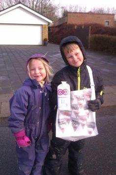 Glade børn samler ind i Jelling. #landsindsamling #visflaget