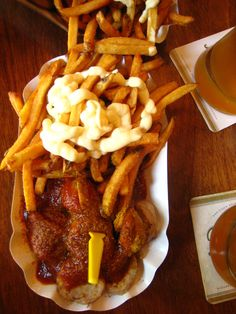 Currywurst is a German classic. It is made up of steamed pork (or bratwurst), sliced up and spiced with curry ketchup. Curry Ketchup, Berlin Food, Berlin Berlin, Best German Food, German Bratwurst, Curried Sausages, Hard Rolls, Oktoberfest Food, Big Meals