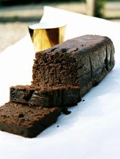 Chocoladegateau met abrikozen compote | ELLE Eten