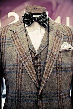The tweed suit is definitely my favorite suiting look 👌 Style Gentleman, Dapper Gentleman, Vintage Man, Style Vintage, Sharp Dressed Man, Well Dressed Men, Tweed Suits, Mens Suits, Costumes En Tweed