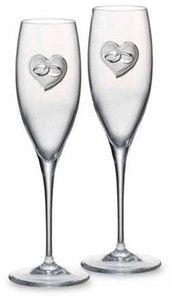 Komplet 2 kieliszków ślubnych z ręcznie tłoczonego szkła ze srebrnym emblematem, stanowi doskonały prezent z okazji ślubu. #prezent_dla_mlodej_pary