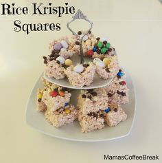 Rice Krispie Squares with toppings! Coffee Break, Rice Krispies, Squares, Breakfast, Recipes, Food, Morning Coffee, Bobs, Essen