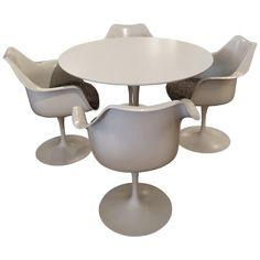 Set of Four Knoll Saarinen Swivel Tulip Armchairs and Laminate Round Table