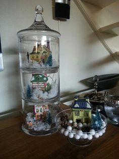 glazen potten op elkaar