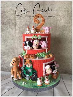 Farm cake - cake by Cake Garden Houten - CakesDecor Barnyard Cake, Barnyard Party, Farm Party, Farm Birthday Cakes, Farm Animal Birthday, 2nd Birthday, Old Macdonald Birthday, Mcdonalds Birthday Party, Barn Cake