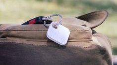 Verlegte Gegenstände schnell wieder zu finden ist das Ziel von Tile. Die kleinen Bluetooth-Anstecker lassen sich an Schlüsselanhänger befestigen oder direkt auf Gegenstände kleben. Mithilfe der passenden iOS-App lassen sich diese dann orten.