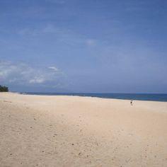 Peaceful beach in hawaii