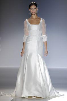 Mikado de seda y mangas 3/4 de plumeti. Clásica y romántica. Vestido de novia de Franc Sarabia {Colección 2014}