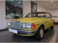 Deze Mercedes-Benz 230 CE W123 uit 1979 in heerlijk eigentijds groen verkeert in perfecte staat en wordt te koop aangeboden in Spanje. De Benz, met....