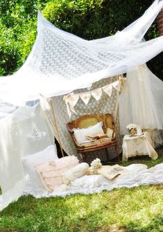 shabby chic: LOVE this idea for a summer outside photo session