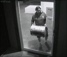 안녕하세요 도둑입니다 문좀열어주세요