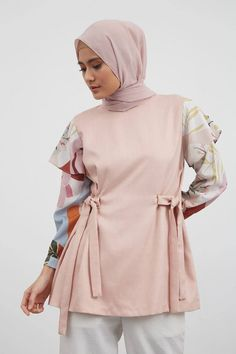 Modern Hijab Fashion, Batik Fashion, Hijab Fashion Inspiration, Muslim Fashion, Stylish Dresses For Girls, Stylish Dress Designs, African Fashion Dresses, Fashion Outfits, Hijab Style Dress