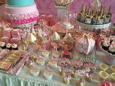 Foi um desafio aceito criar uma linda festa com um tema que eu estava sonhando fazer! A delicadeza das cores e o tema romântico casavam com ...