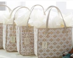 Bridal Party Gifts - Best Bridesmaid and Groomsmen Gift Ideas | Team Wedding Blog