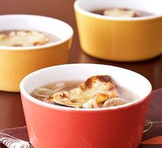 French Onion Soup Cooking the onions until they are golden brown and caramelized lends incredible flavor to this classic broth-based soup. It's quick and easy to prepare. Korma, Biryani, French Onion Soup Ingredients, Classic French Onion Soup, French Toast, Great Recipes, Favorite Recipes, Onion Soup Recipes, Channel