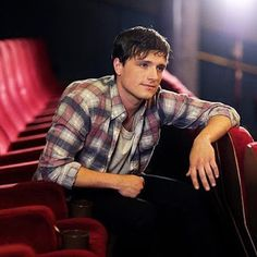 Josh Hutcherson Photos - Josh Hutcherson in Budapest working on Canon's Project Imagination: The Trailer on May on May 2015 in Budapest, Hungary. - Ron Howard And Josh Hutcherson Working On Canon's Project Imagination: The Trailer Little Manhattan, Josh Hutcherson, Celebrity Travel, Celebrity Crush, Kentucky, Ron Howard, Aaron Taylor Johnson, Alexander Ludwig, Sam Claflin