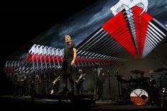 """http://polyprisma.de/wp-content/uploads/2015/11/roger_waters_the_wall-1024x682.jpg Roger Waters 'Comfortably Numb' Live http://polyprisma.de/2015/roger-waters-comfortably-numb-live/ Für den Konzertfilm """"The Wall"""" hat Roger Waters Pink Floyds """"Comfortably Numb"""" neu interpretiert. Nicht nur die Musik, sondern auch den Text. Robbie Wyckoff singt, was in der ursprünglichen Version von David Gilmour gesungen wurde. Der Song, der ungefähr eine Minute l"""