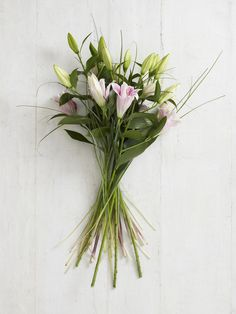 How to Tie a Flower Arrangement -   If you want to give flowers to someone as a gift, a few professional touches such as tying the arrangement skilfully can make all the difference between a sophisticated hand-tied bouquet and a rather loose, floppy bunch of flowers.