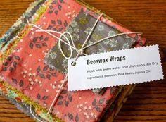 DIY Beeswax Food Wraps DIY beeswax food wraps are used instead of plastic wrap. You can cover a bowl or wrap a sandwich or fresh veggies. These wraps are made with beeswax, pine resin and jojoba oil. Perfect for the homesteader and for gift giving. Tinkerbell, Diy Beeswax Wrap, Diy Gifts, Handmade Gifts, Bees Wax Wraps, Beeswax Lip Balm, Easter Egg Dye, Diy Cleaning Products, Jojoba Oil