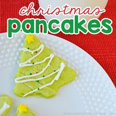 These Christmas pancakes are the perfect Christmas day breakfast! The kids will love waking up on Christmas morning to these cute Christmas tree pancakes. Cute Christmas Tree, Christmas Morning, Christmas Holidays, Christmas Ornaments, Christmas Ideas, Christmas Decorations, Christmas Pancakes, Christmas Breakfast, Edible Crafts