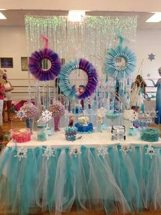Frozen party decoration i can totally make the tutu skirt for the candy table ! Disney Frozen Birthday, Elsa Birthday, Frozen Themed Birthday Party, 4th Birthday Parties, Birthday Ideas, Frozen Party Decorations, Birthday Party Decorations, Tulle Table, Table Garland