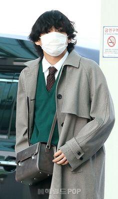 Kpop Fashion, Korean Fashion, Fashion Outfits, Airport Fashion, Bts Kim, Bts Clothing, Bts Inspired Outfits, Airport Style, Bts Airport