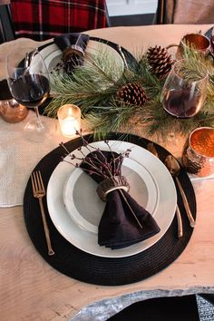 Luckily for you, our best DIY Christmas table decorations ideas are so gorgeous, they double as conversation starters that are sure to spark some special moments between your guests.#christmastabledecorationideas #christmasdecorations #christmastablesetting #christmastabledecor #diychristmastablesettings #christmastablesettingsideas #99inspire Red And Gold Christmas Tree, Natural Christmas, Simple Christmas, Christmas Diy, Christmas Table Settings, Christmas Tablescapes, Christmas Table Decorations, Black And White Dishes, Dining Room