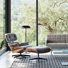 #Eames in this: Mais um ano se vai, um novo ano chega, e ela continua assim: atemporal! E é com essa cadeira e esse design que sobrevive ano após ano, que desejamos um FELIZ ANO NOVO a todos! Que 2018 seja harmônico! #FelizAnoNovo #HermanMiller #HermanMillerBrasil