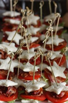 *** Mini BLT Sandwiches for brunch - Party Time Birthday Brunch, Brunch Party, Easter Brunch, Birthday Parties, Mini Blt, Tapas, Healthy Brunch, Brunch Recipes, Brunch Ideas