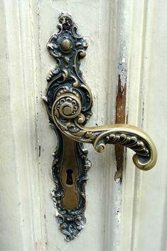 45 Cool DIY Door Knobs and Handles Ideas Designs & Created by Read More […] Door Knockers Unique, Door Knobs And Knockers, Knobs And Handles, Diy Door Knobs, Vintage Door Knobs, Vintage Doors, Cool Doors, Unique Doors, Victorian Door