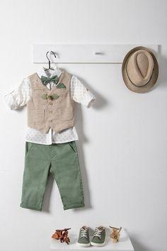 Ρούχα βάπτισης της Bambolino για αγόρια με μπεζ ψάθινο γιλέκο, elephant print πουκάμισο, λαδί παντελόνι, παπιγιόν, δερμάτινη ζώνη και ψάθινο καπέλο White Shorts, Khaki Pants, Baby Boy, Dresses, Kids, Women, Fashion, Baby Girls, Vestidos