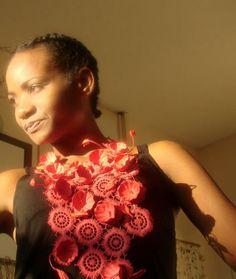 Gioielli di carta: collana rossa con fiori e pizzo. Eco jewels: paper necklace , statement jewelry , bib necklace, eco design  by Alessandra Fabre