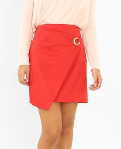 Jupe portefeuille - Une jupe portefeuille rouge ? On dit OUI ! A mixer avec un pull amp... Waist Skirt, High Waisted Skirt, Pullover, Mannequin, Mini Skirts, Pencil Skirts, Dit, Style, Fashion