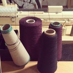 das Ende einer Garnkone #yarncone #knittingmachine #strickmaschine #knitting #theend #finish #craft #trade #handwerk #detail #violet Knit Crochet, Detail, Knitting, Craft, Instagram Posts, Handmade, Hand Made, Tricot, Creative Crafts