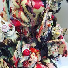 Noticing 2/3: colorful surfaces . #Repost @kate_malone_ceramics of @annabarlowceramics  #glazefordays #glazedandconfused #noticingceramics #claylife #loveceramic #ceramicsaretrending #contemporaryceramics #contemporaryclay  #modernceramics #instapottery #pottersofinstagram #ceramiclife #ceramicsdaily #ceramicart #ceramicartist #handmadeceramics