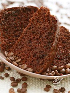 La Torta al caffè è un grande classico della tradizione dolciaria. Non è adatta ai bambini ma riscuote sempre per la sua golosità un grandissimo successo!