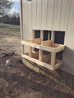 Building A DIY Chicken Coop If you've never had a flock of chickens and are considering it, then you might actually enjoy the process. It can be a lot of fun to raise chickens but good planning ahead of building your chicken coop w Chicken Coop Kit, Cute Chicken Coops, Portable Chicken Coop, Best Chicken Coop, Chicken Coop Designs, Backyard Chicken Coops, Building A Chicken Coop, Chickens Backyard, Chicken Coup
