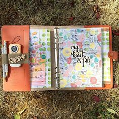 The August kit from @theplannersociety looks so fall in my Burnt Orange Filofax. Christy puts so much thought into her adorable kits including papers stickers and fun accessories that change like clips veneers or pens! Click the link in her bio to get to her blog for more details on the kits and how to sign up. For more inspiration on using the kits check out my team mates: @livelifeandcreate @plannerfriend @villabeautifful_creates @createwithbeth @chelleydarling @janettelaneblog @thefoxyfix…