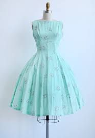 Vintage Mint Green Sundress with Pink Floral Clusters Vintage Outfits, Vintage 1950s Dresses, Vestidos Vintage, Retro Dress, 60s Dresses, Fashion Moda, 1950s Fashion, Vintage Fashion, Club Fashion