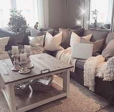 LOVE this den. The coffee table! Pillows! And blankets! And the colors
